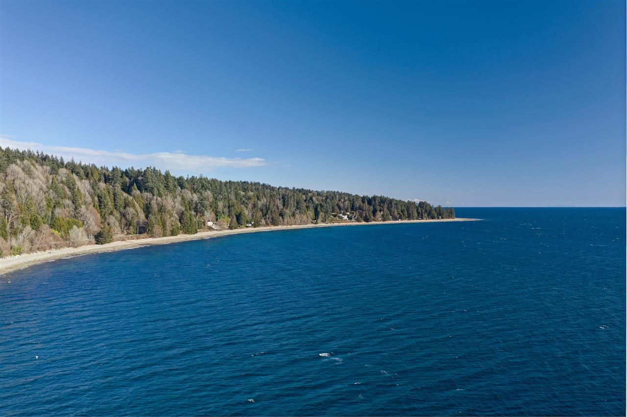 "Main Photo: Lot 4 OCEAN BEACH Esplanade in Gibsons: Gibsons & Area Home for sale in ""Bonniebrook/Chaster Beach"" (Sunshine Coast)  : MLS®# R2347212"