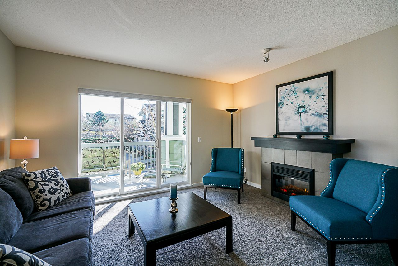 """Main Photo: 63 15168 36 Avenue in Surrey: Morgan Creek Townhouse for sale in """"SOLAY"""" (South Surrey White Rock)  : MLS®# R2353143"""