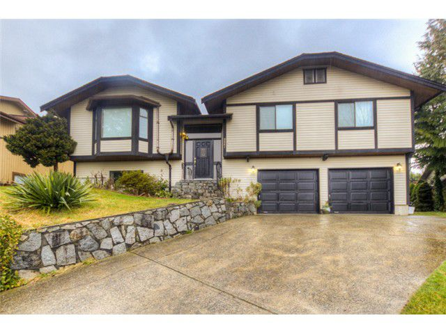 Main Photo: 2561 PEREGRINE Place in Coquitlam: Upper Eagle Ridge House for sale : MLS®# V1048313