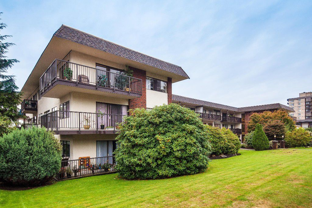 "Main Photo: 303 155 E 5TH Street in North Vancouver: Lower Lonsdale Condo for sale in ""WINCHESTER ESTATES"" : MLS®# R2024794"