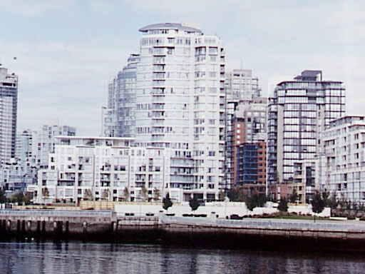 Main Photo: 107 1383 MARINASIDE CRESCENT in : Yaletown Townhouse for sale : MLS®# V313150