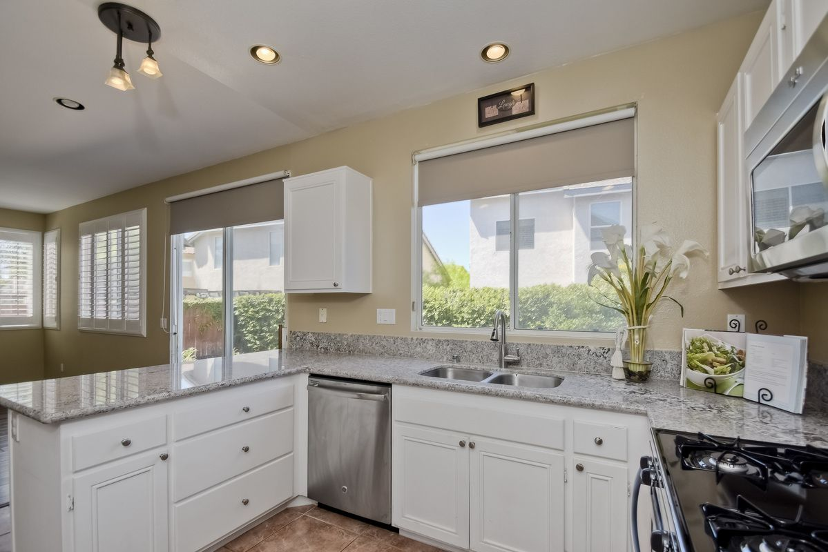 Photo 4: Photos: SCRIPPS RANCH House for sale : 3 bedrooms : 11162 Ivy Hill in San Diego