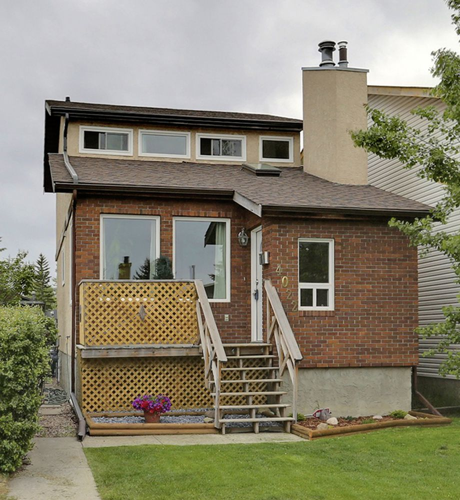 Main Photo: 4022 46 Street SW in Calgary: House for sale : MLS®# C4014489