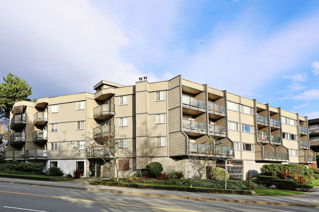 """Main Photo: 109 212 FORBES Avenue in North Vancouver: Lower Lonsdale Condo for sale in """"Forbes Manor"""" : MLS®# R2121714"""