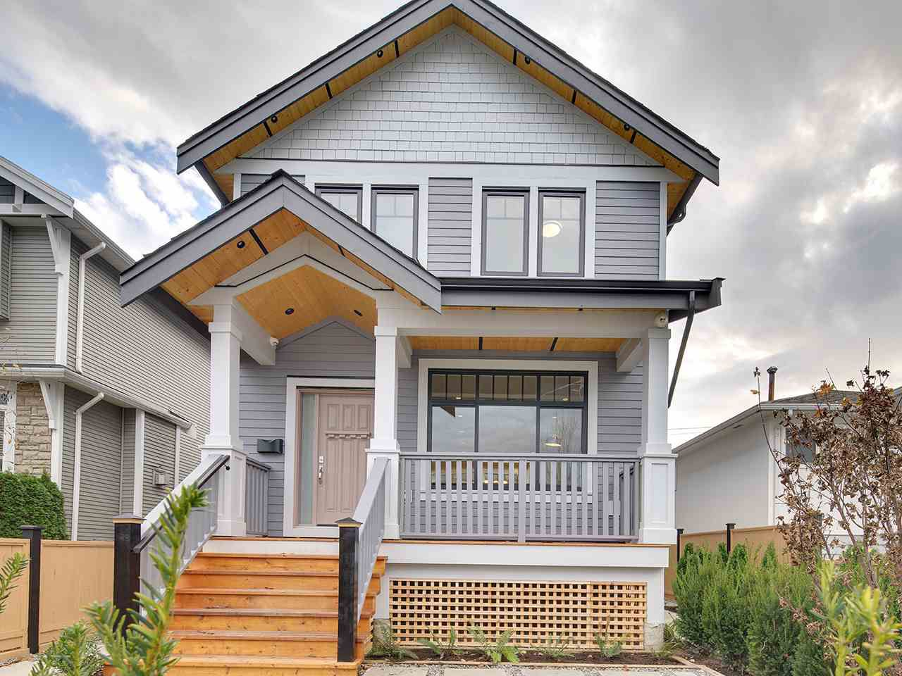 Main Photo: 1522 E PENDER Street in Vancouver: Hastings House 1/2 Duplex for sale (Vancouver East)  : MLS®# R2122104