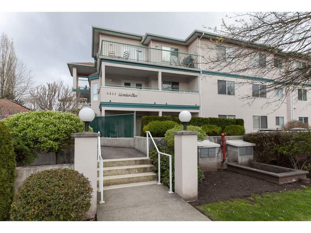 "Main Photo: 202 5955 177B Street in Surrey: Cloverdale BC Condo for sale in ""WINDSOR PLACE"" (Cloverdale)  : MLS®# R2160255"