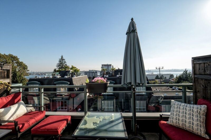 Main Photo: 24 288 ST. DAVIDS Avenue in North Vancouver: Lower Lonsdale Townhouse for sale : MLS®# R2163127