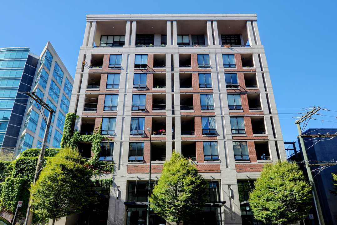"Photo 1: Photos: 201 531 BEATTY Street in Vancouver: Downtown VW Condo for sale in ""METROLIVING"" (Vancouver West)  : MLS®# R2205943"