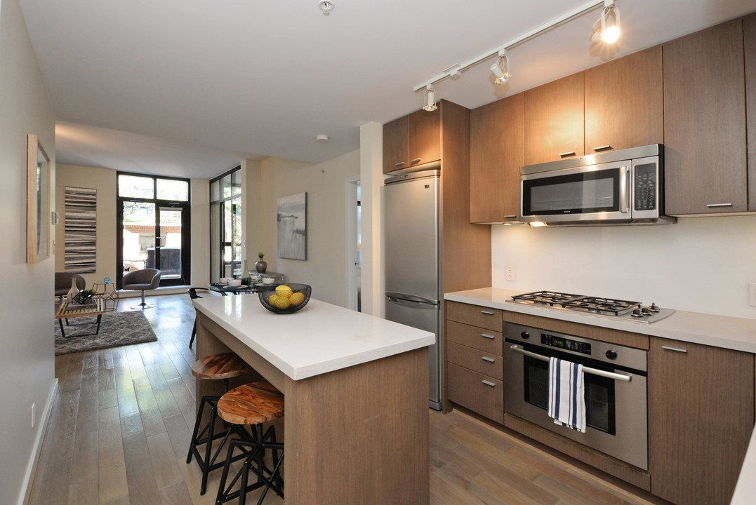 "Photo 10: Photos: 201 531 BEATTY Street in Vancouver: Downtown VW Condo for sale in ""METROLIVING"" (Vancouver West)  : MLS®# R2205943"