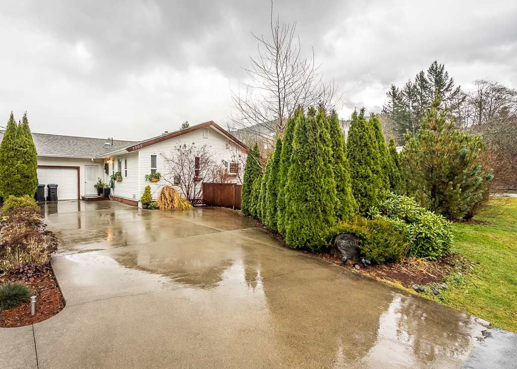 Main Photo: 1209 JUDD Road in Squamish: Brackendale House 1/2 Duplex for sale : MLS®# R2224655