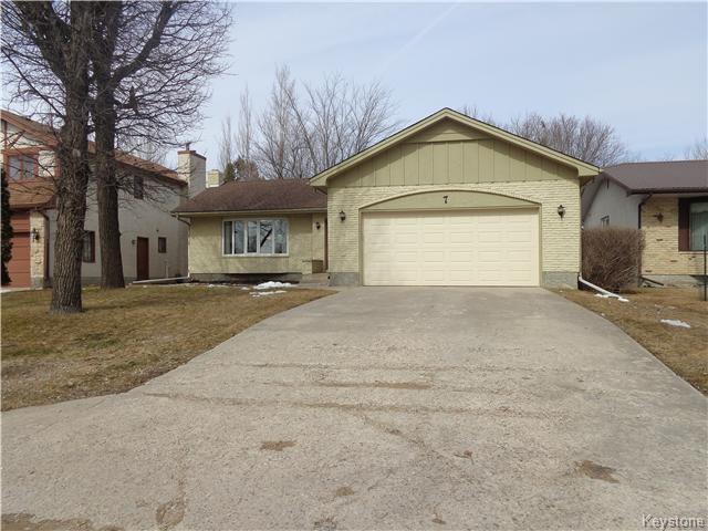 Main Photo: 7 Oswald Bay in Winnipeg: Charleswood Residential for sale (South Winnipeg)  : MLS®# 1607539