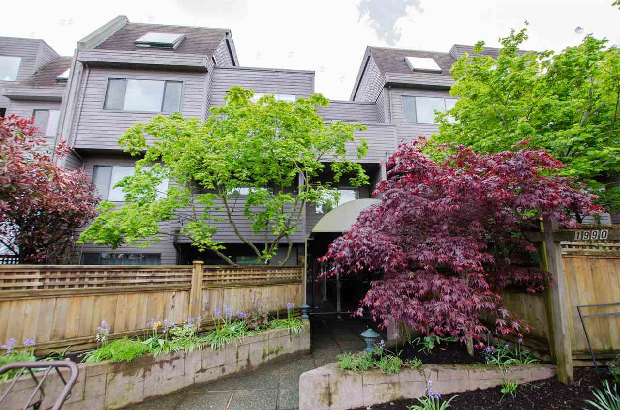 "Main Photo: 104 1990 W 6TH Avenue in Vancouver: Kitsilano Condo for sale in ""Mapleview Place"" (Vancouver West)  : MLS®# R2166286"