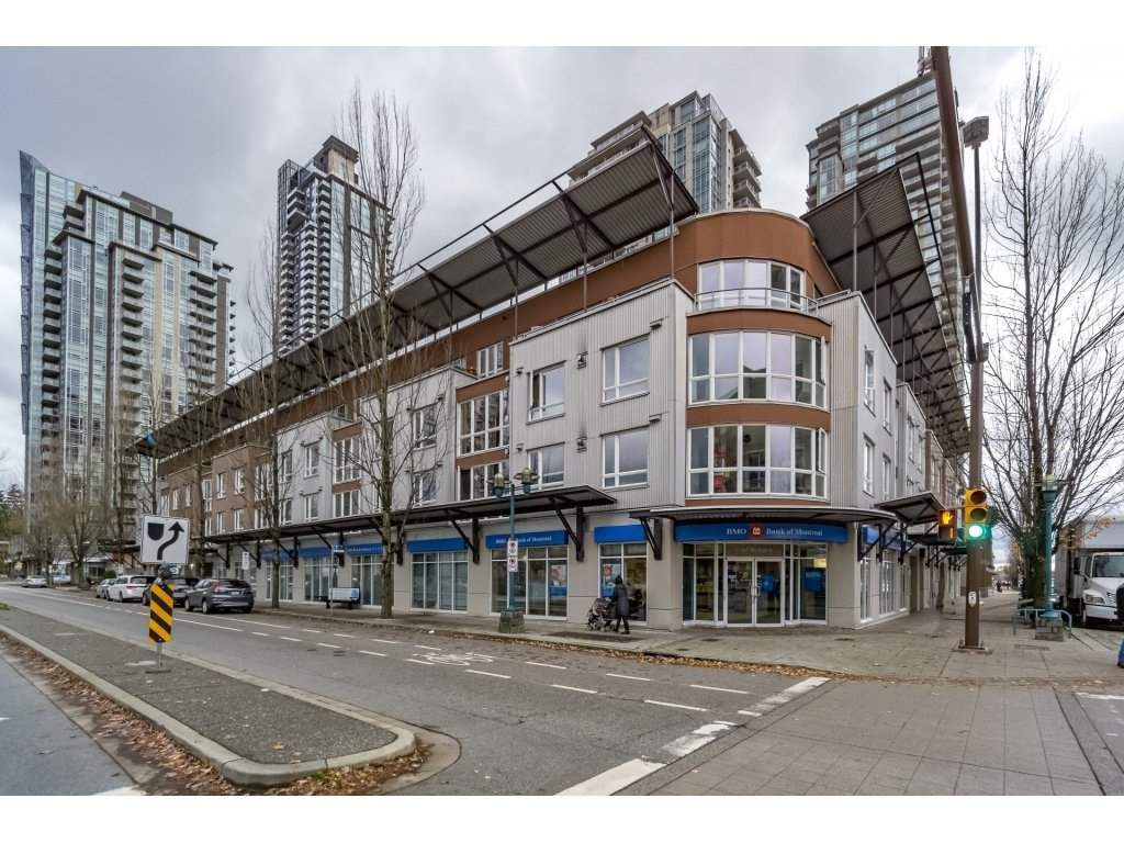 """Main Photo: PH17 1163 THE HIGH Street in Coquitlam: North Coquitlam Condo for sale in """"THE KENSINGSTON"""" : MLS®# R2221890"""