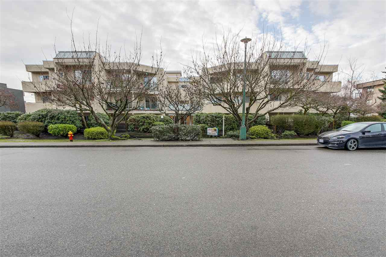 Main Photo: 307 1050 HOWIE Avenue in Coquitlam: Central Coquitlam Condo for sale : MLS®# R2239357