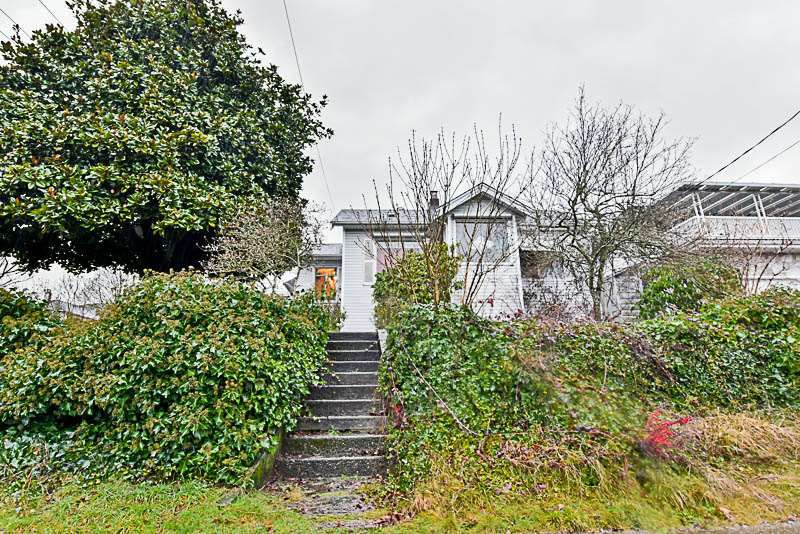 Main Photo: 1725 SEVENTH Avenue in New Westminster: West End NW House for sale : MLS®# R2239614