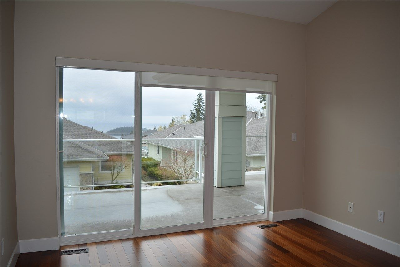 "Photo 5: Photos: 7 5520 MCCOURT Road in Sechelt: Sechelt District Townhouse for sale in ""Seaview Villas"" (Sunshine Coast)  : MLS®# R2242279"