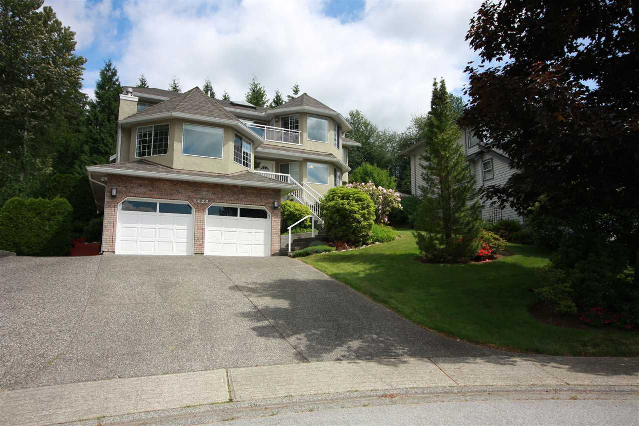 Welcome to 1422 Magnolia Place!  This beautiful 3 storey home welcomes you!  Fantastic location, cul de sac, views and a beautifully maintained flat back yard!