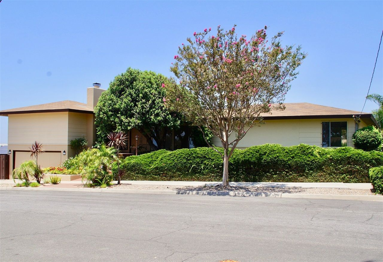 Main Photo: EL CAJON House for sale : 4 bedrooms : 1998 Flying Hills Ln