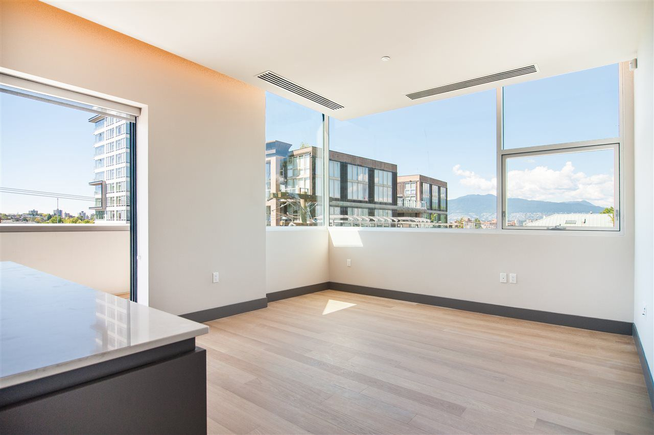 "Main Photo: 401 1510 W 6TH Avenue in Vancouver: Fairview VW Condo for sale in ""THE ZONDA"" (Vancouver West)  : MLS®# R2295200"