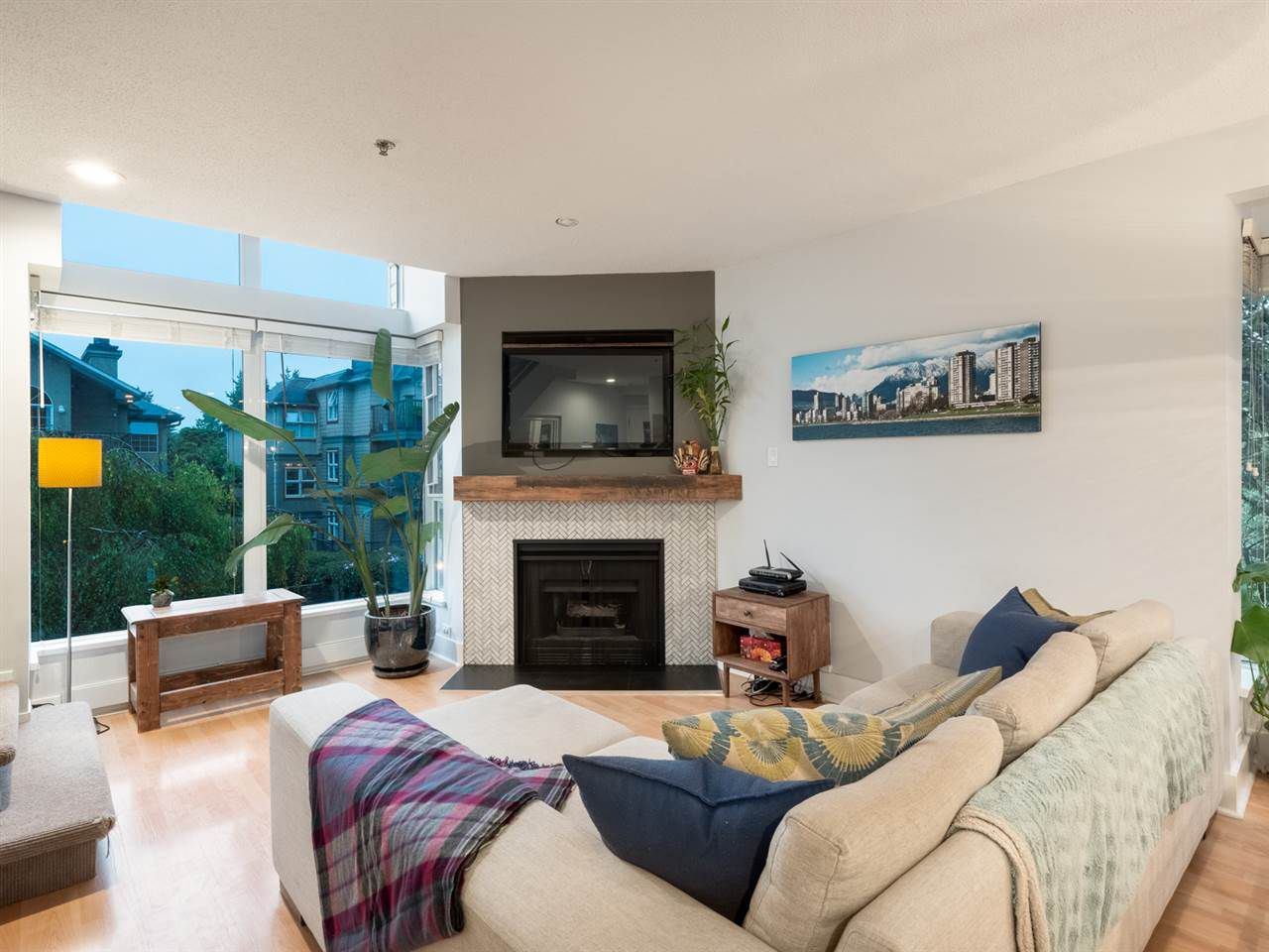 """Main Photo: 3037 LAUREL Street in Vancouver: Fairview VW Townhouse for sale in """"FAIRVIEW COURT"""" (Vancouver West)  : MLS®# R2321462"""