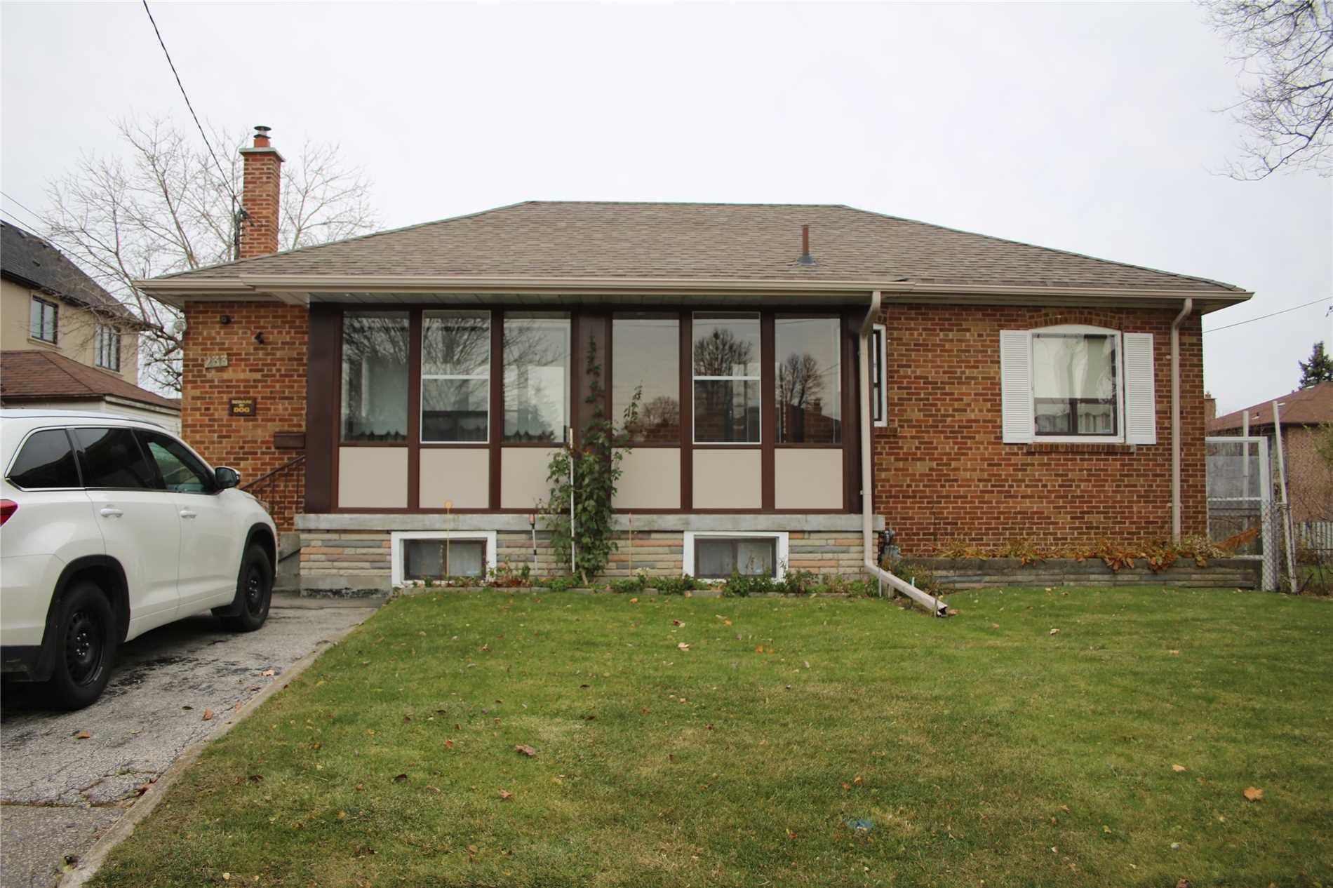 Main Photo: 233 Falstaff Avenue in Toronto: Maple Leaf House (Bungalow) for lease (Toronto W04)  : MLS®# W4304074