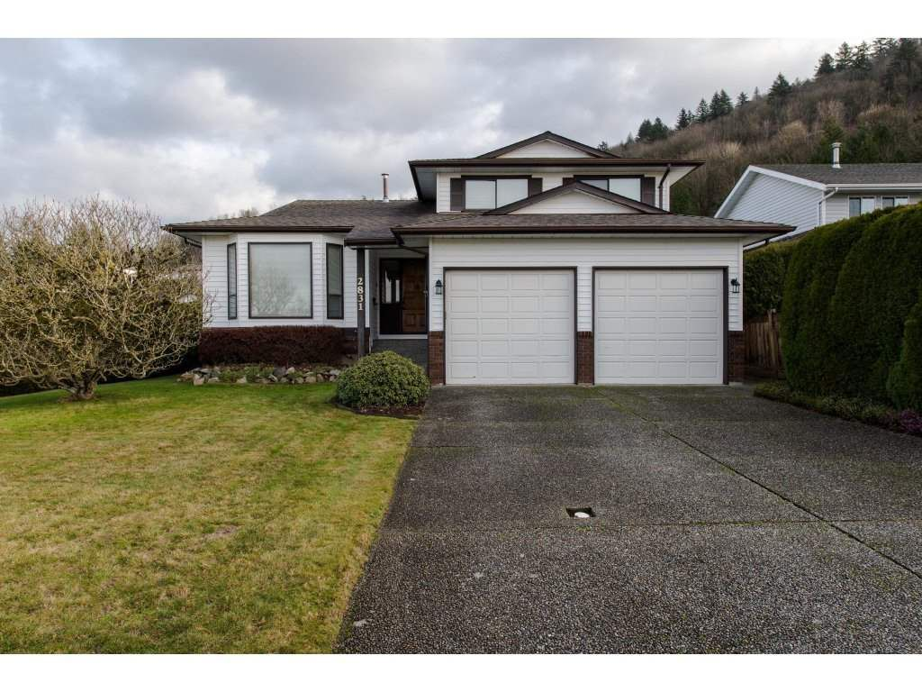 "Main Photo: 2831 GLENSHIEL Drive in Abbotsford: Abbotsford East House for sale in ""McMillan"" : MLS®# R2328599"