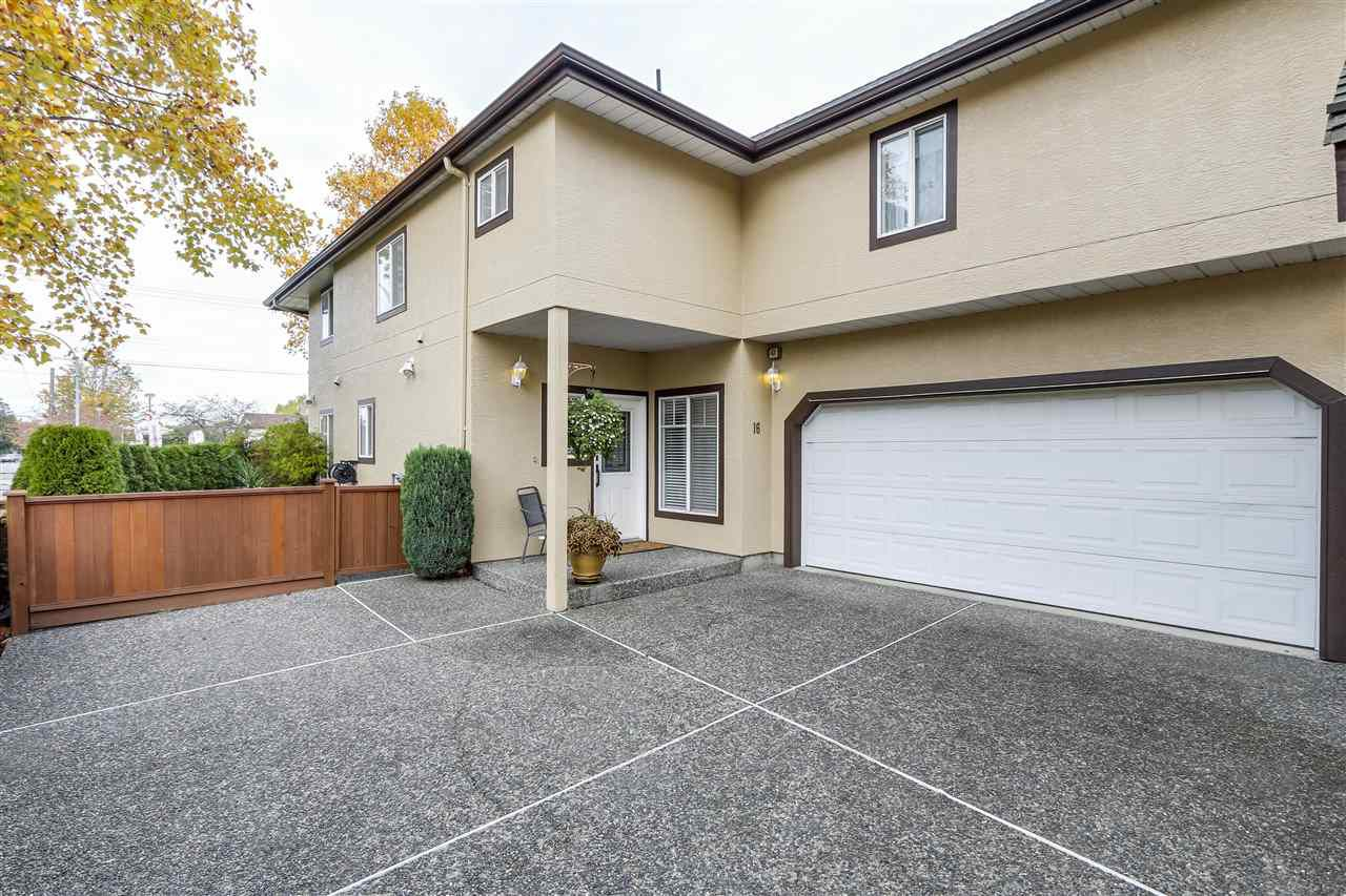 Main Photo: 16 4788 57 Street in Delta: Delta Manor Townhouse for sale (Ladner)  : MLS®# R2343889