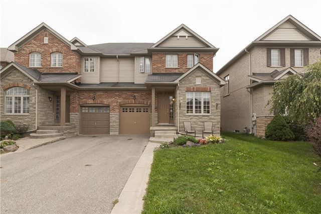 Main Photo: 10 Viceroy Crest in Brampton: Northwest Sandalwood Parkway House (2-Storey) for sale : MLS®# W3329615