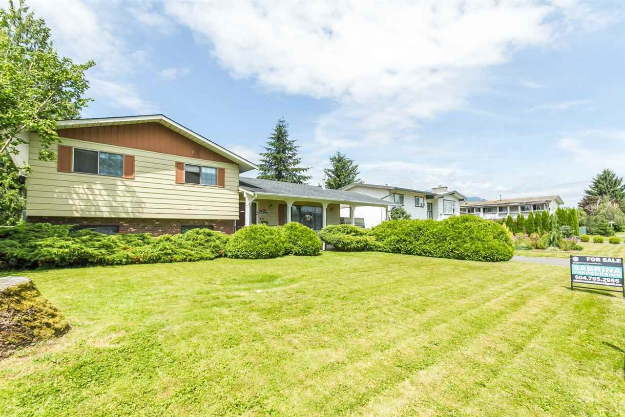 Main Photo: 10181 CRYSTAL Drive in Chilliwack: Fairfield Island House for sale : MLS®# R2085768