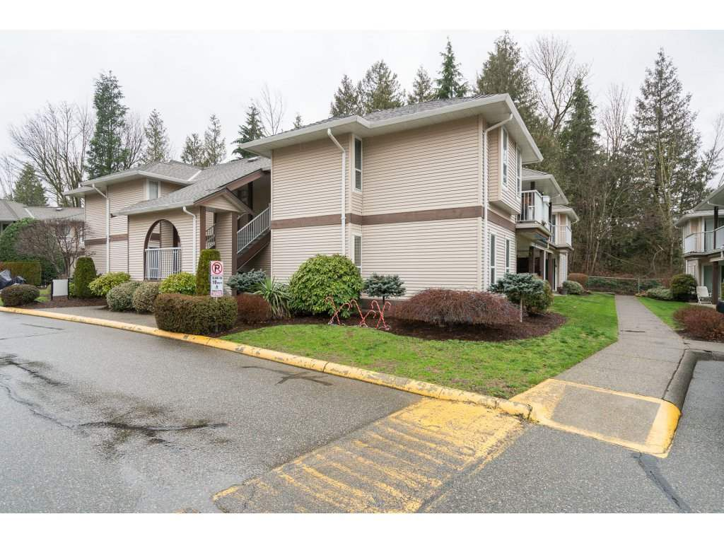 "Main Photo: 304 1750 MCKENZIE Road in Abbotsford: Poplar Townhouse for sale in ""ALDERGLEN"" : MLS®# R2237936"