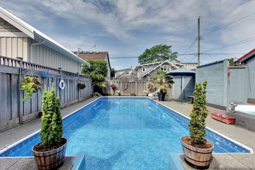 Main Photo: 2875 MCBRIDE Avenue in Surrey: Crescent Bch Ocean Pk. House for sale (South Surrey White Rock)  : MLS®# R2331065