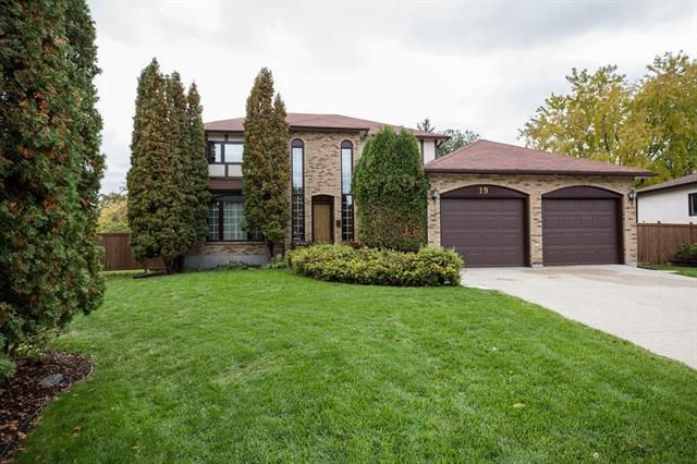 Main Photo: 19 Cavendish Court in Winnipeg: Linden Woods Residential for sale (1M)  : MLS®# 1909334