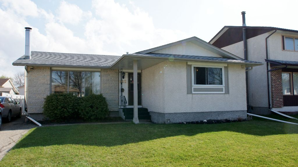 Main Photo: 122 Ashmore Drive in Winnipeg: Maples / Tyndall Park Residential for sale (North West Winnipeg)  : MLS®# 1208882