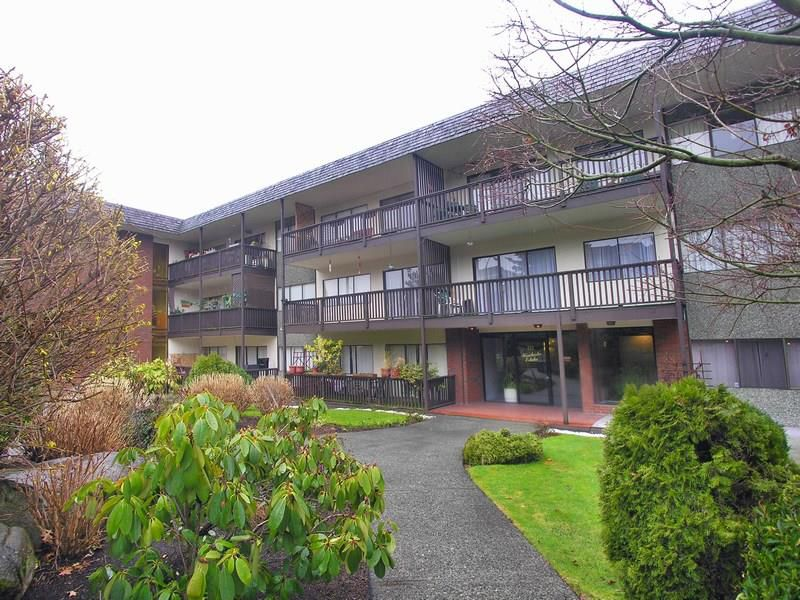 "Main Photo: 309 155 E 5TH Street in NORTH VANC: Lower Lonsdale Condo for sale in ""WINCHESTER ESTATES"" (North Vancouver)  : MLS®# R2000367"