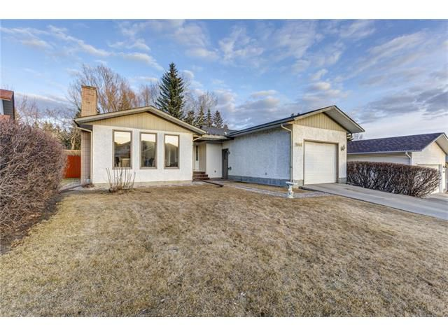 Main Photo: 5844 DALCASTLE Crescent NW in Calgary: Dalhousie House for sale : MLS®# C4053124