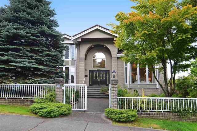 Great Neighbourhood and fantastic views from each room.  Fantastic location.