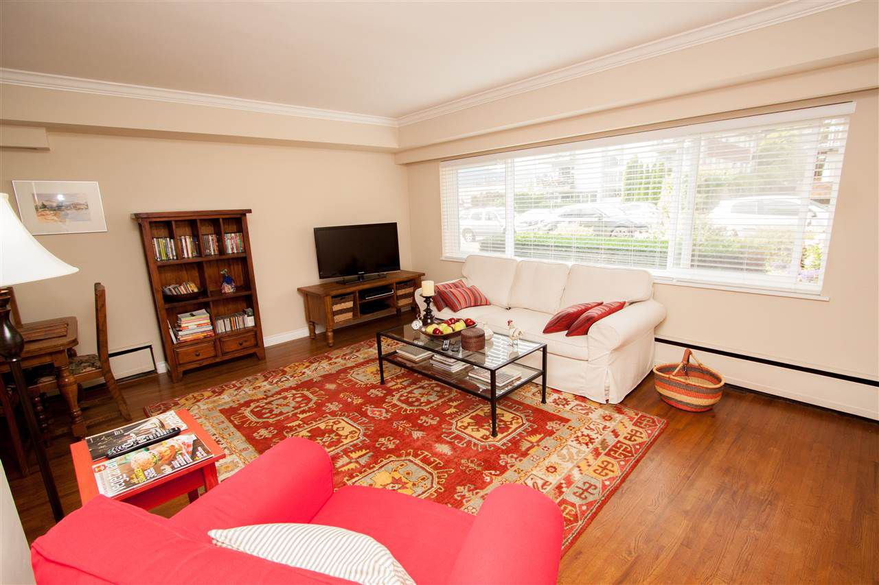 Main Photo: 9 121 E 18TH Street in North Vancouver: Central Lonsdale Condo for sale : MLS®# R2163326