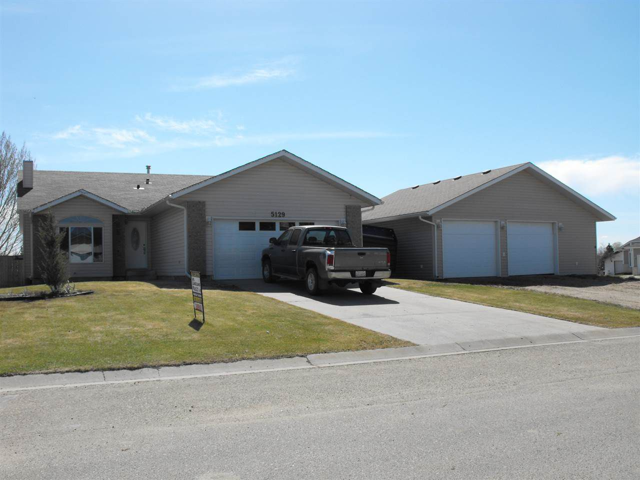 Main Photo: 5129 59 Avenue: Elk Point House for sale : MLS®# E4101456