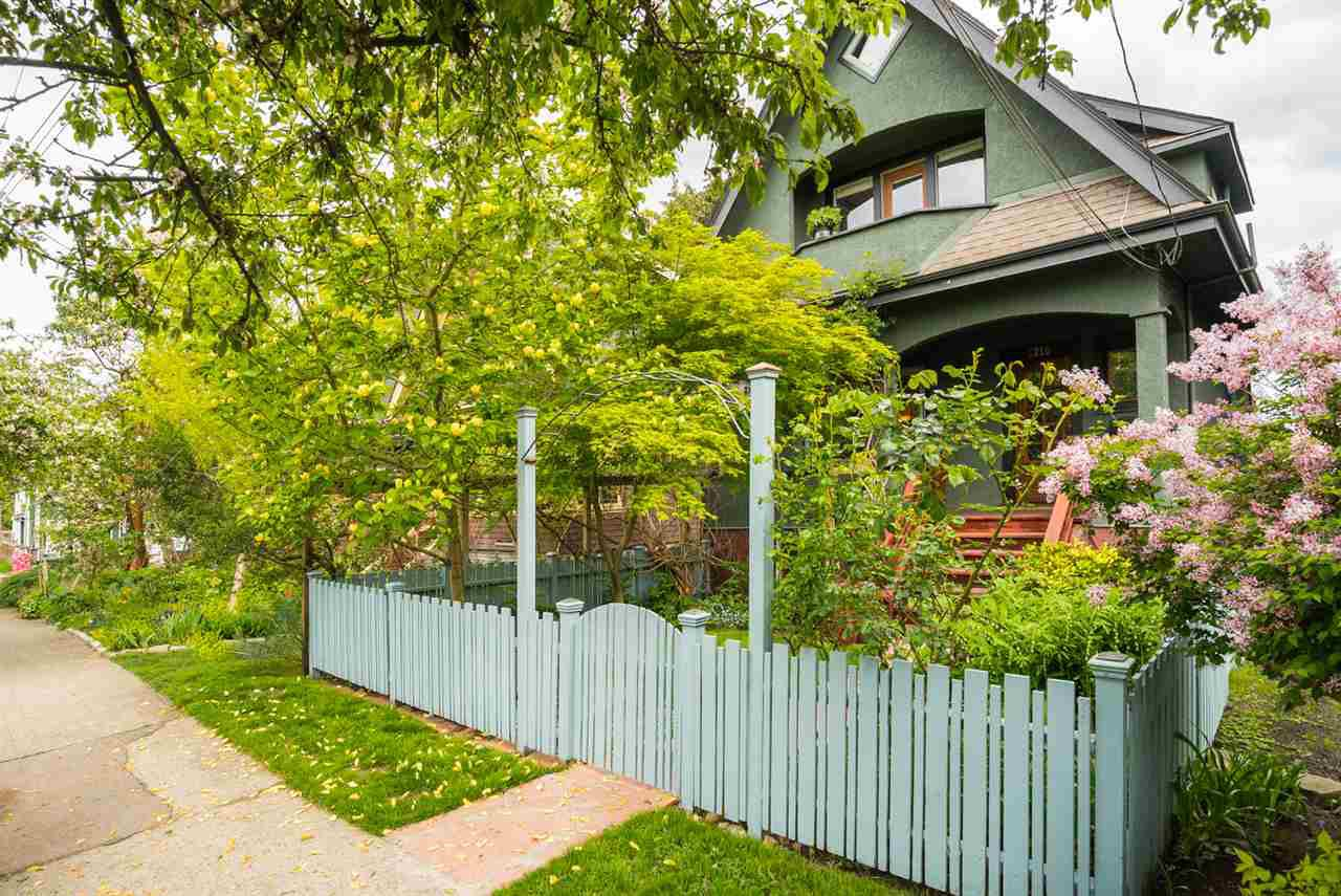 """Main Photo: 1216 LAKEWOOD Drive in Vancouver: Grandview VE House for sale in """"Commercial Dr./Grandview"""" (Vancouver East)  : MLS®# R2265314"""