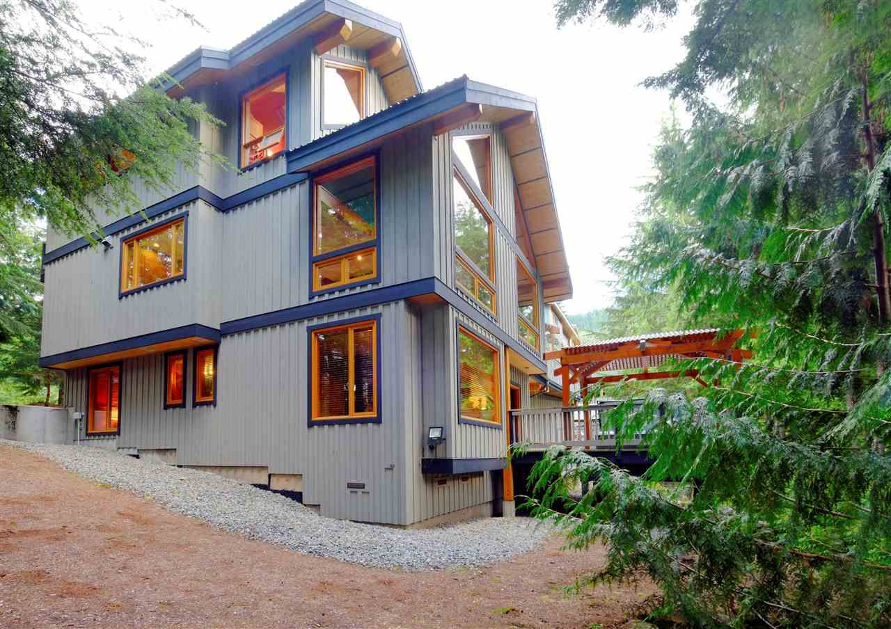 """Main Photo: 3129 HAWTHORNE Place in Whistler: Brio House for sale in """"BRIO"""" : MLS®# R2265946"""