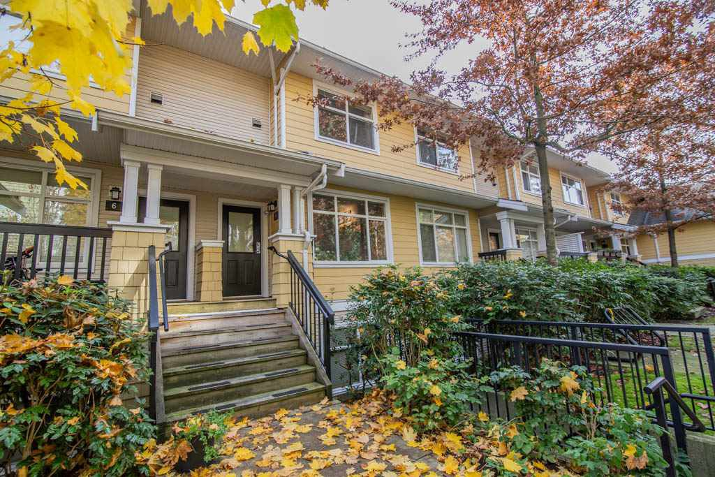 """Main Photo: 7 6878 SOUTHPOINT Drive in Burnaby: South Slope Townhouse for sale in """"Cortina"""" (Burnaby South)  : MLS®# R2321347"""
