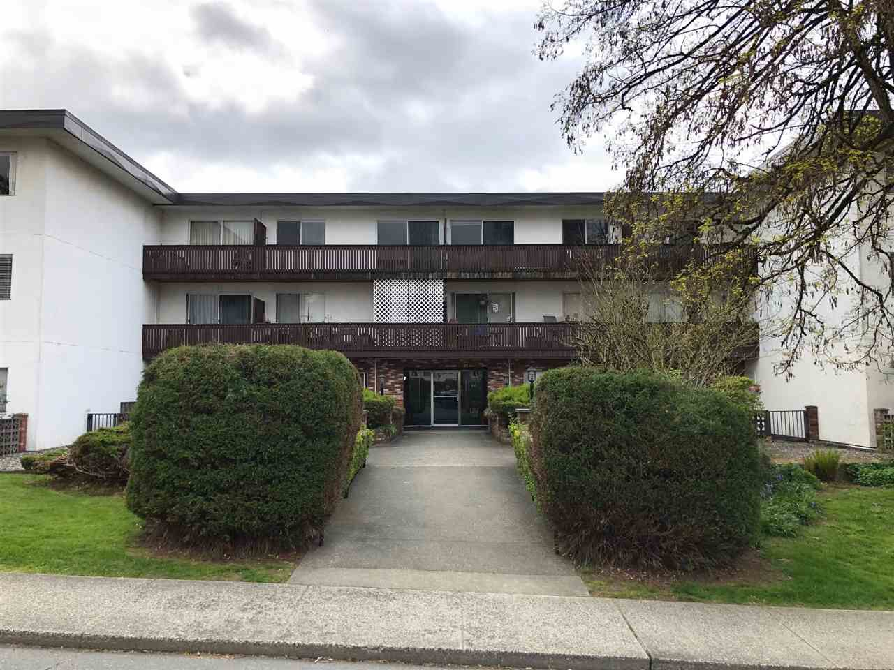 "Main Photo: 307 910 FIFTH Avenue in New Westminster: Uptown NW Condo for sale in ""GROSVENOR COURT"" : MLS®# R2383546"