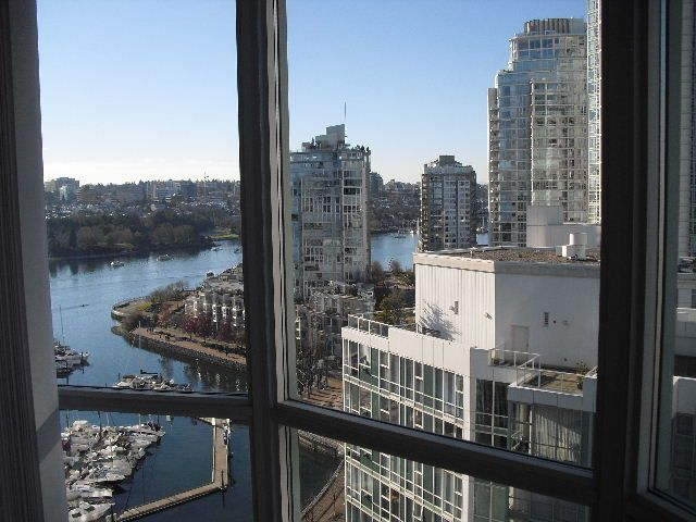 "Main Photo: 2006 1077 MARINASIDE Crescent in Vancouver: Yaletown Condo for sale in ""MARINASIDE RESORT"" (Vancouver West)  : MLS®# R2074726"