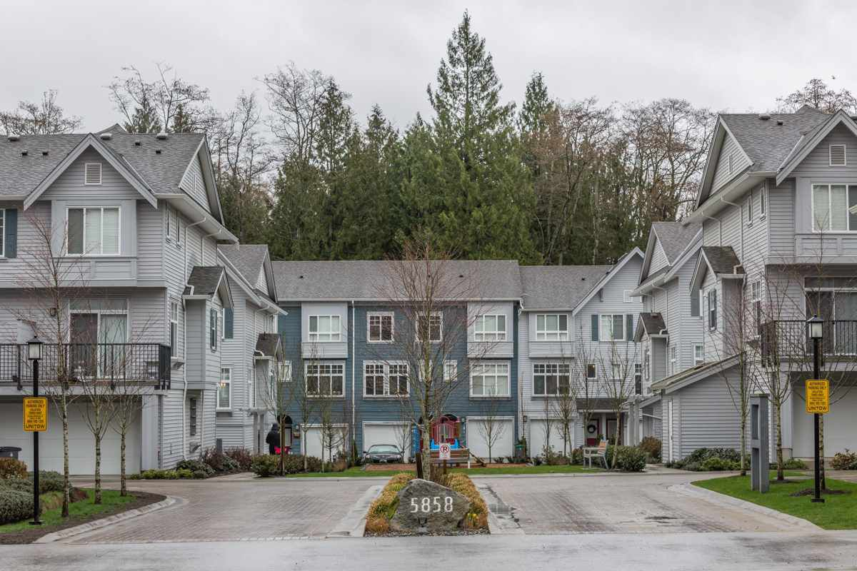 "Main Photo: 37 5858 142ND Street in Surrey: Sullivan Station Townhouse for sale in ""Brooklyn Village"" : MLS®# R2154644"