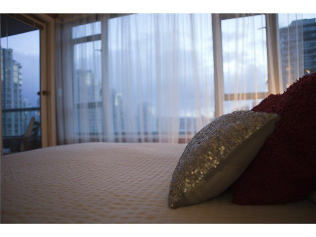 """Main Photo: # 1202 888 HAMILTON ST in Vancouver: Downtown VW Condo for sale in """"Rosedale Gardens"""" (Vancouver West)  : MLS®# V933899"""