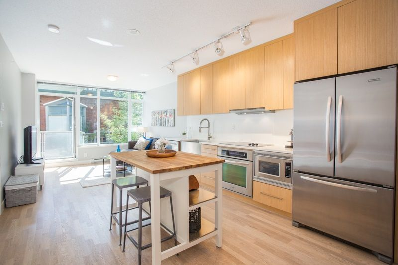 """Main Photo: 252 250 E 6TH Avenue in Vancouver: Mount Pleasant VE Condo for sale in """"The District"""" (Vancouver East)  : MLS®# R2290593"""