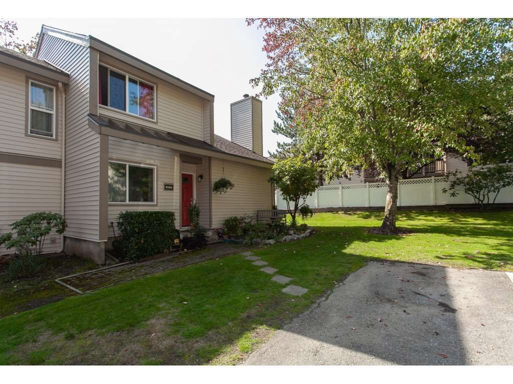 """Main Photo: 6181 W GREENSIDE Drive in Surrey: Cloverdale BC Townhouse for sale in """"GREENSIDE ESTATES"""" (Cloverdale)  : MLS®# R2310427"""