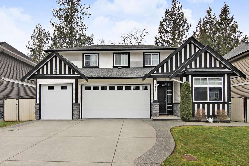 Main Photo: 3829 KOOTENAY Drive in Abbotsford: Abbotsford East House for sale : MLS®# R2351785