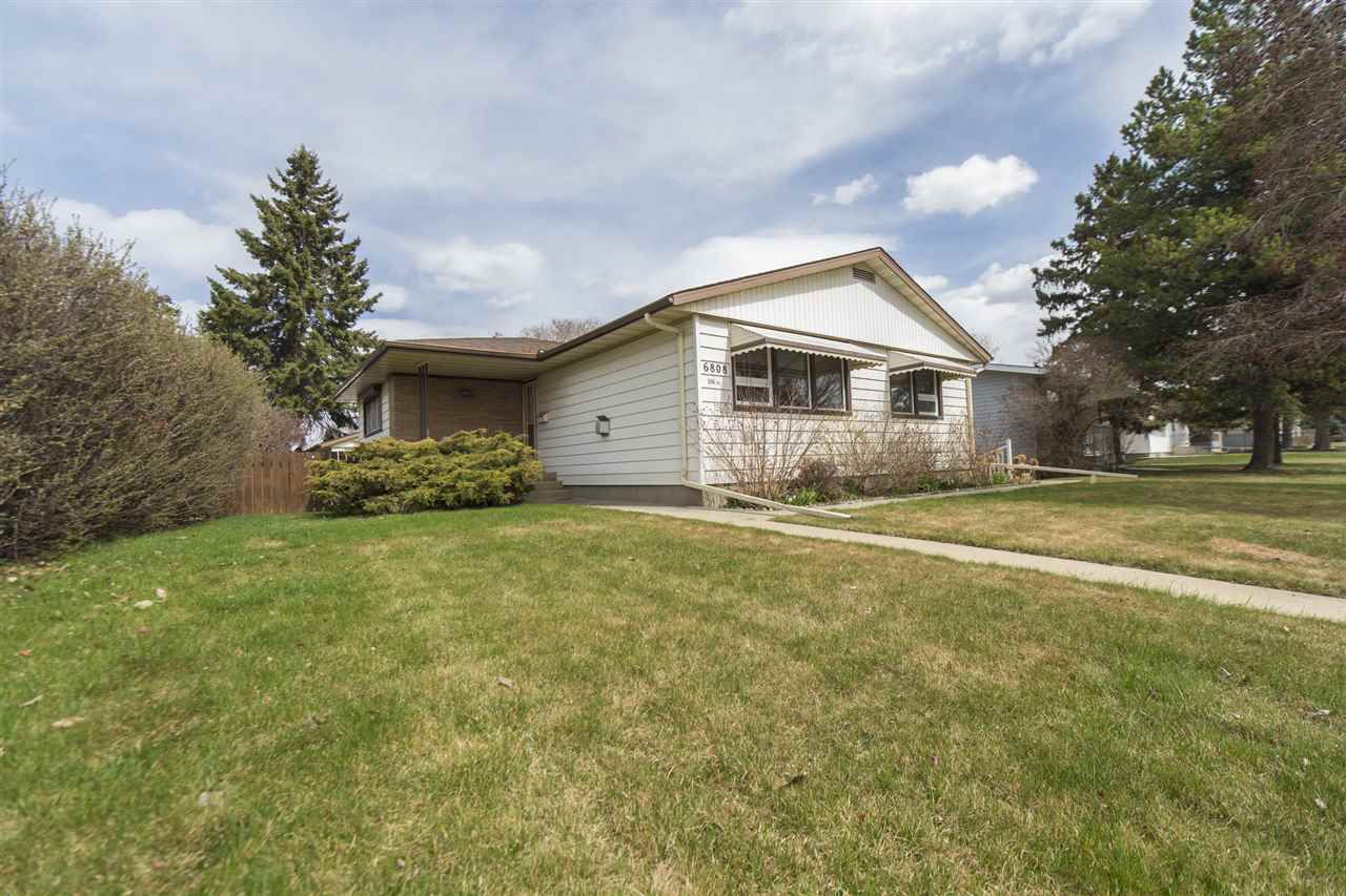 Main Photo: 6808 106 Avenue in Edmonton: Zone 19 House for sale : MLS®# E4154084