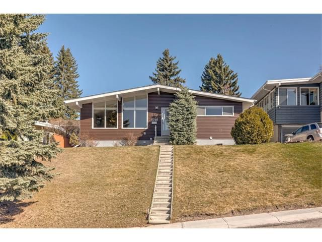 Main Photo: 2740 CRAWFORD Road NW in Calgary: Charleswood House for sale : MLS®# C4006671